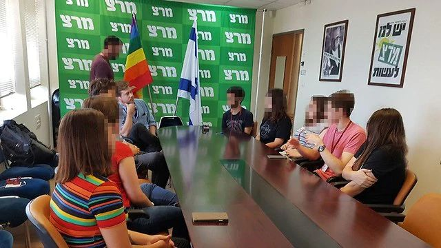 Breaking the Silence lecture students in Knesset despite law